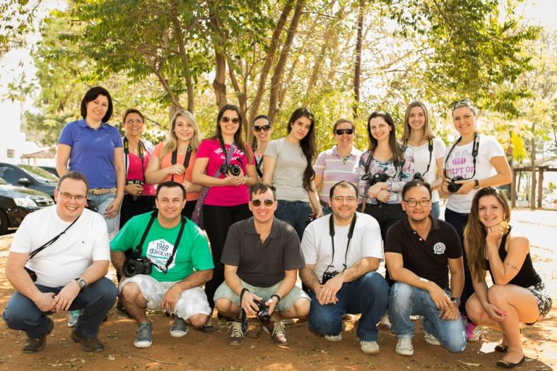 Turma de agosto do workshop Básico de Fotografia durante saída fotográfica com a modelo Mayara Antiqueira, musa da Internacional de Limeira