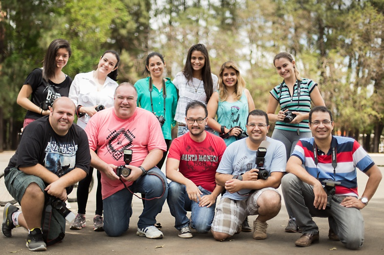 Turma de outubro/14 do workshop Básico de Fotografia durante saída prática com modelo
